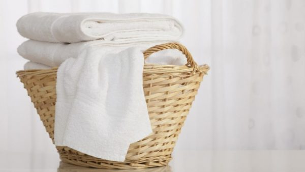 how-to-whiten-clothes-without-bleach-1024x576