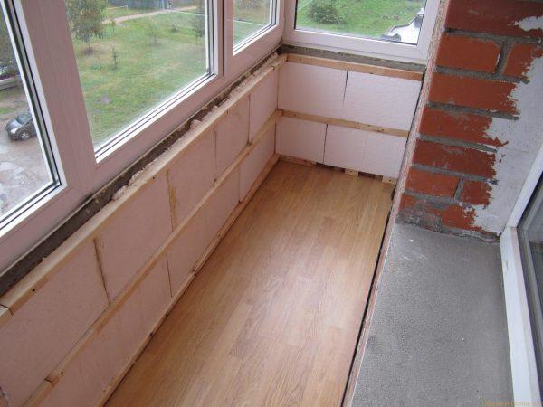 kak-pravilno-uteplit-pol-balkona