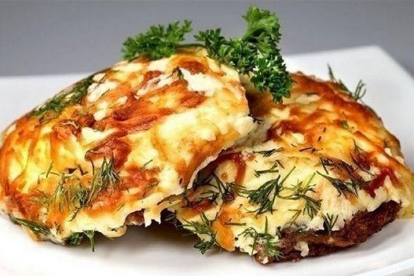 Очень вкусное мясо «под шубой» запеченное в духовке