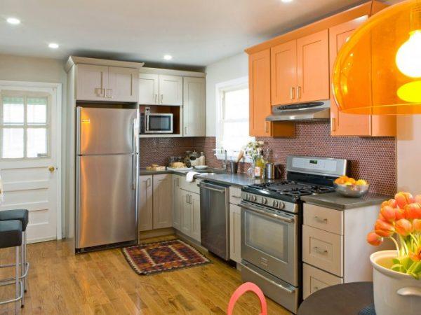 black-solid-wod-kitchen-cabinet-hardware-natural-wooden-kitchen-cabinet-round-stainless-steel-chimney-small-kitchen-designs-kitchen-makeover_680x510
