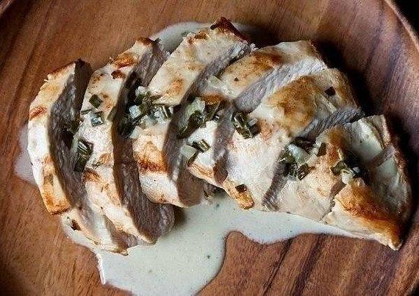 kak-prighotovit-zapiechiennyie-kurinyie-ghrudki-so-slivochnym-sousom-recipe-main-photo