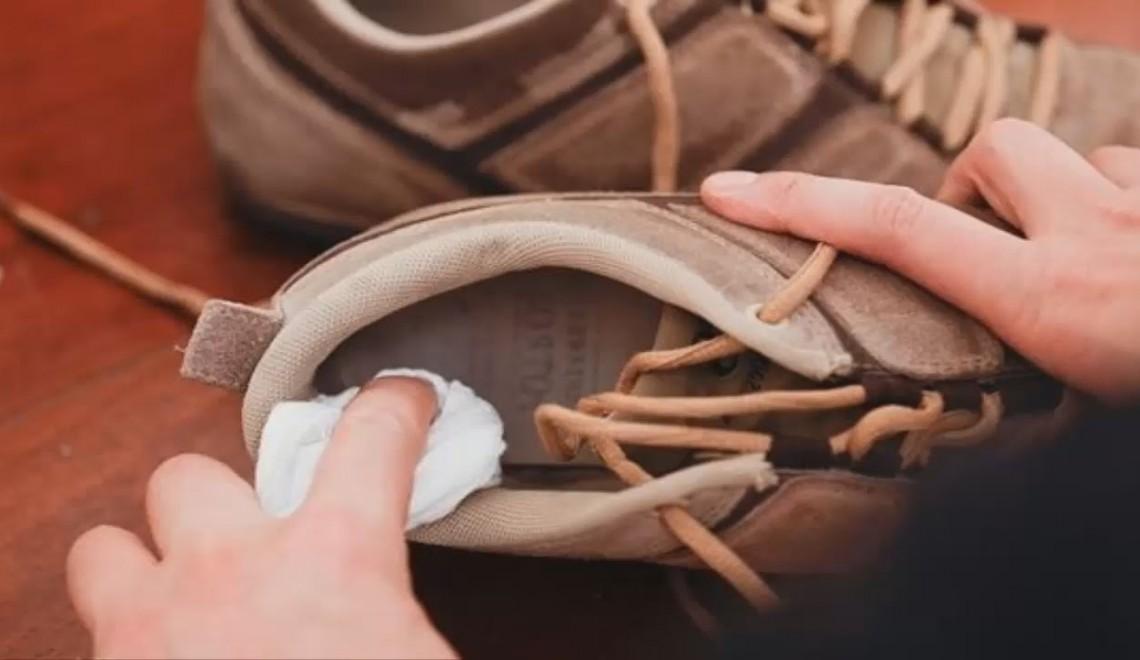 Картинки по запросу Водка Убрать неприятный запах с обуви.