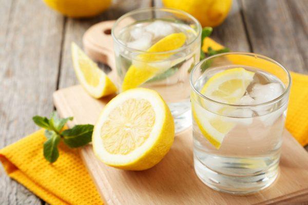 polza-i-vred-vody-s-limonom