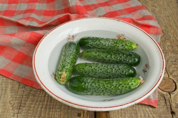 salat-na-zimu-sladkie-ogurchiki-06-640x426