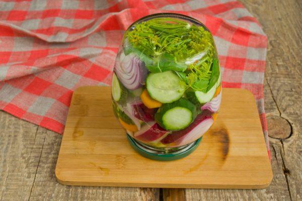 salat-na-zimu-sladkie-ogurchiki-15