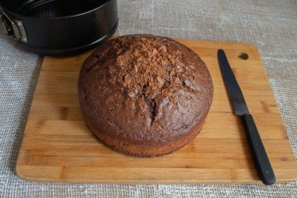 shokoladnyiy-tort-s-zavarnyim-kremom-07-640x427