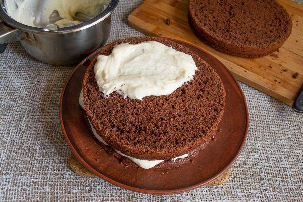 shokoladnyiy-tort-s-zavarnyim-kremom-14