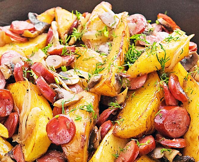 Картинки по запросу Сосиски с картофелем в духовке