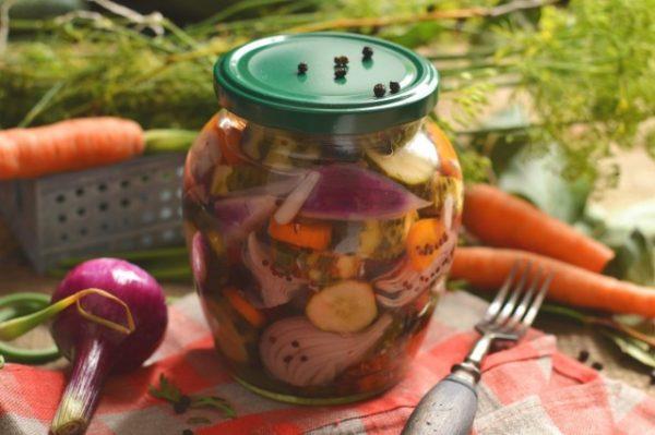 salat-na-zimu-sladkie-ogurchiki-01-640x426