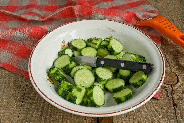 salat-na-zimu-sladkie-ogurchiki-07