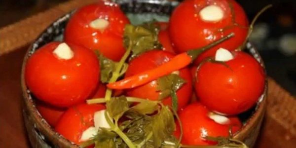 1464634677_pomidory-s-chesnokom