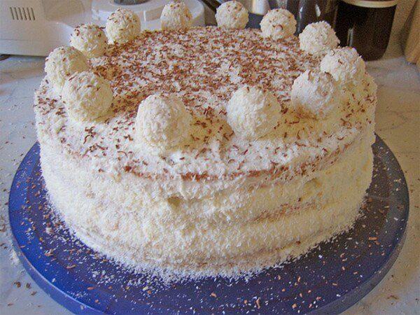 bogres-raffaello-torta-ez-tenyleg-olyan-finom-mint-a-raffaello-golyok