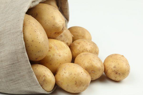 kartofel-v-meshke
