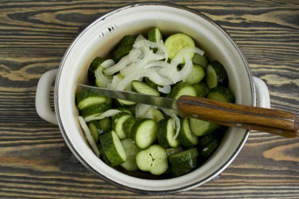 salat-iz-ogurtsov-na-zimu-prostoj-6
