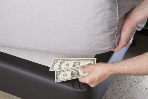 Где и как прятать деньги в квартире, чтобы вор не нашел: советы эксперта!