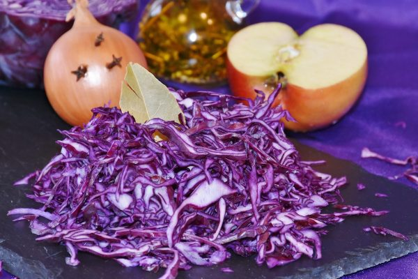red_cabbage_raw_eat_meal_kohl_ruebkohl_onion_apple-1186597-1