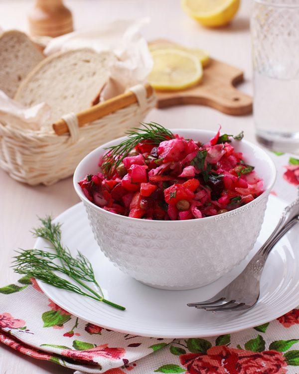 vinegret-s-kvashenoj-kapustoj-izelenim-goroshkom-recept-foto-0