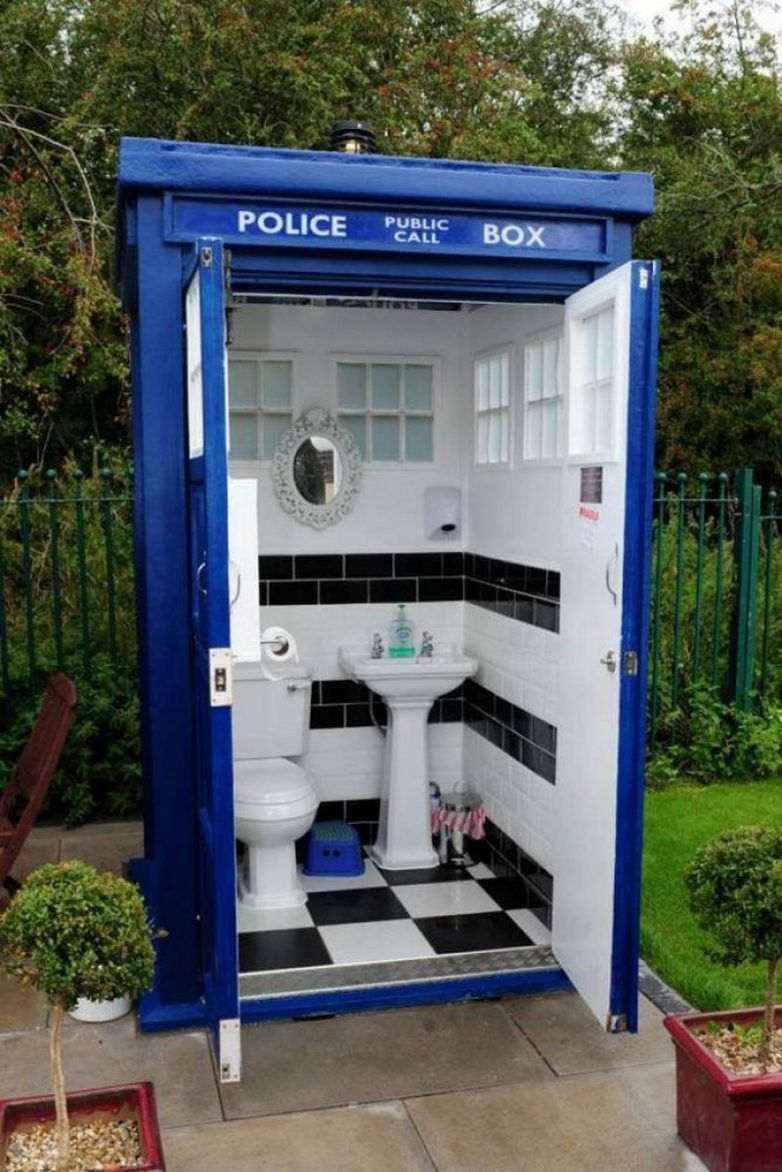 Дизайн туалета на дачном участке | Дизайн туалета, Туалет на улице ...