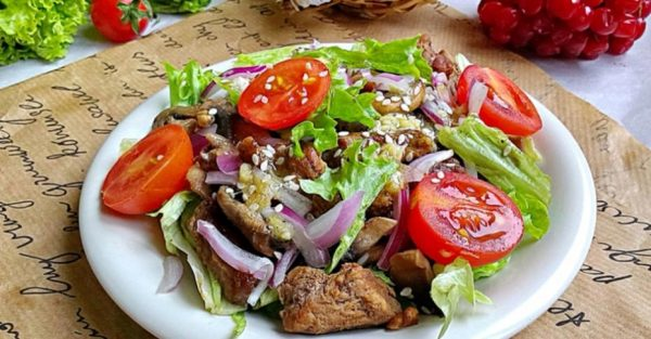 Тёплый салат с говядиной под пикантным соусом – Классический ...