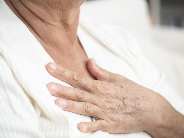 Боль в груди: возможные причины и когда нужно бить тревогу