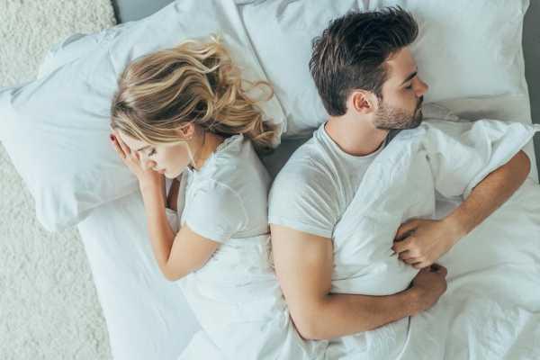 На какой стороне кровати должна спать женщина – Фэн-шуй в спальне ...