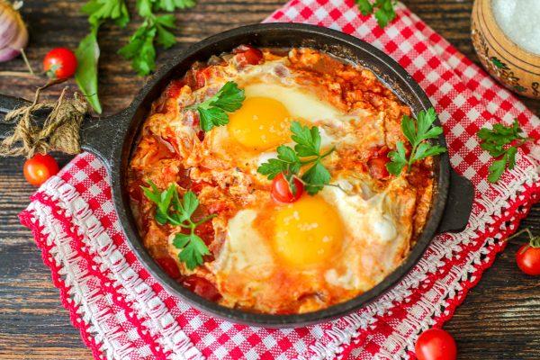 Шакшука, израильская яичница на завтрак – фото рецепт с нюансами