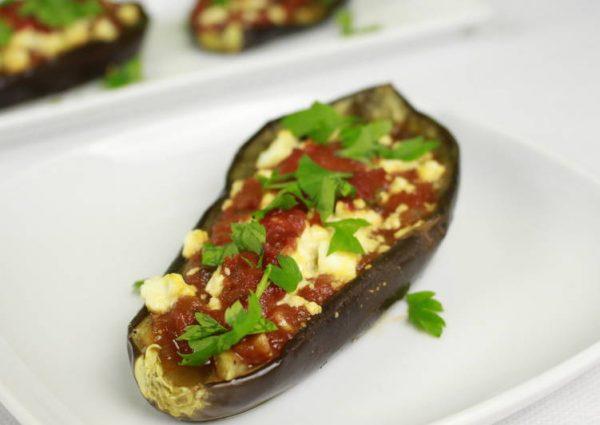 Очень вкусные баклажаны с помидорами и сыром фета, запечённые в духовке основное фото рецепта