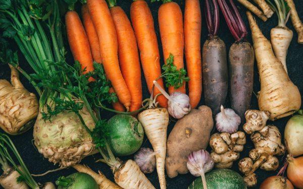 Когда убирать с грядки морковь, свеклу, сельдерей и другие корнеплоды на хранение   На грядке (Огород.ru)